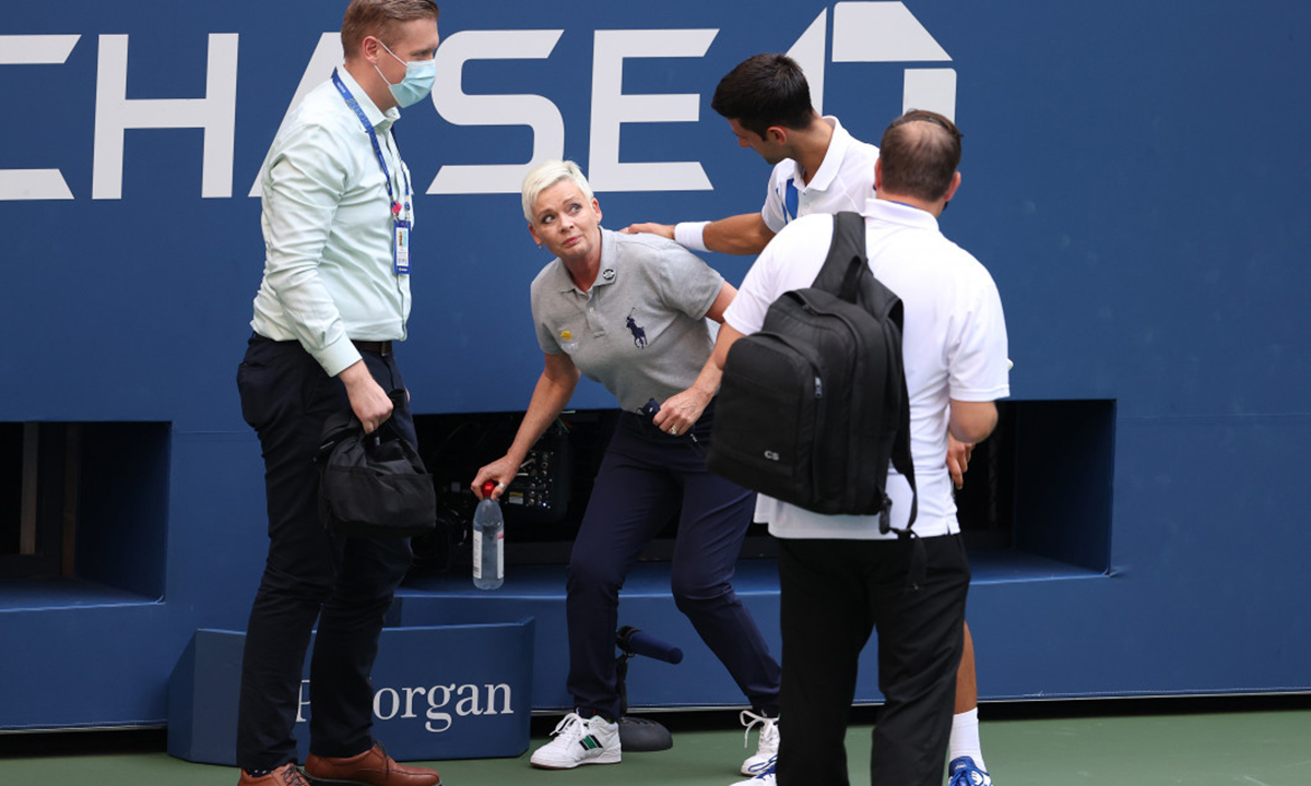Novak Djokovic, descalificat de la US Open